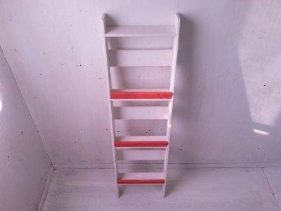 画像2: 無垢ヒノキで造る マガジンラック 3段 大 【オスモレッド×ミルキーホワイト】 セミオーダー品