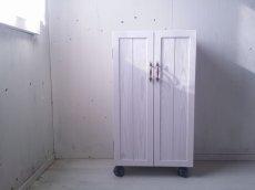 画像4: ナチュラルテイスト キャビネット 観音開きタイプ 扉付 収納棚 h930 キャスター付 【ホワイト】 セミオーダー品 (4)