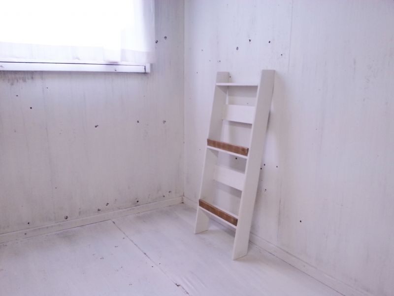 画像1: 無垢ヒノキで造る マガジンラック2段 小 【オスモオーク×ミルキーホワイト】 セミオーダー品 (1)