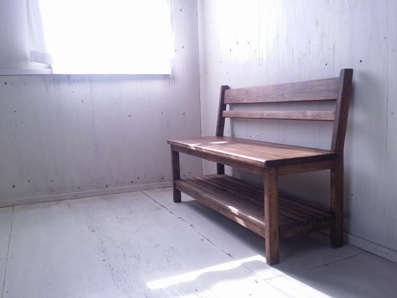 画像1: 無垢ヒノキで造る 背もたれ付 ベンチチェア 棚付 h800 w1200 【オスモウォルナット】 セミオーダー品 (1)